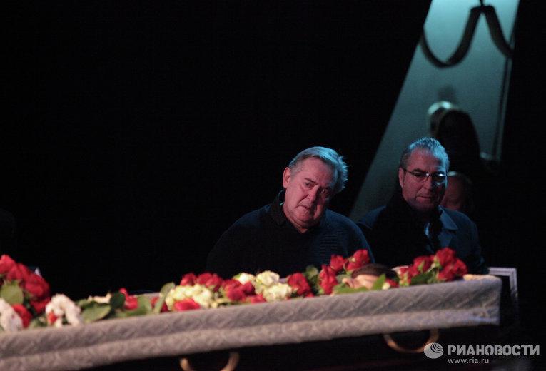 Илья Олейников: похороны актера на Казанском кладбище (ФОТО)