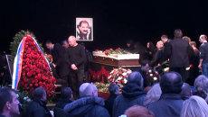 Петербуржцы стояли в очереди, чтоб проститься с Ильей Олейниковым