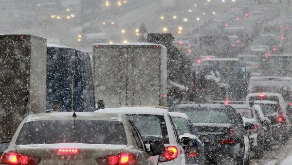 Последствия снегопада в Москве. Архивное фото