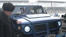 В.Жириновский и его новый автомобиль ГАЗ-2975 Тигр