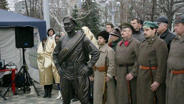 Cкульптура товарища Сухова в Самаре