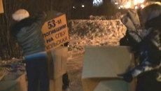 Памятник из картонных коробок соорудили родные погибших моряков Кольской