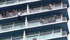 Человек-паук Ален Робер без страховки взобрался на самое высокое здание Кубы