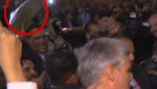 Мужчина растолкал охранников и швырнул в президента Ирана ботинок