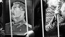 Первомайские шествие и митинг КПРФ в Москве. Архивное фото
