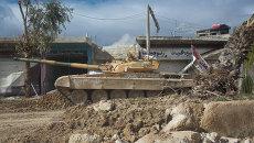 Танк сирийской армии на улице города Дарайя в Сирии. Архив