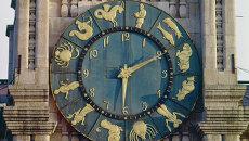 Часы на башне Казанского вокзала в Москве. Архивное фото