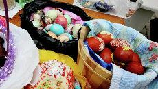 Пасхальные куличи, яйца и домашняя снедь, архивное фото