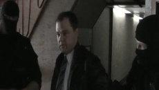 Кадры оперативной съемки передачи денег и задержания мэра Бердска