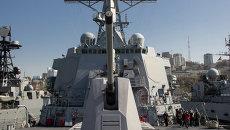 Ракетный эсминец Лассен военно-морского флота США прибыл во Владивосток