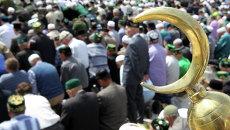 Верующие читают намаз