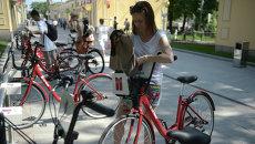 Работа автоматических велопрокатов в Москве. Архивное фото