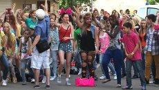 Флешмоб под Gangnam Style: как поклонники встречали PSY в Москве