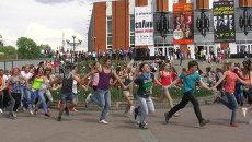 Около 400 томичей встали в хоровод в День России