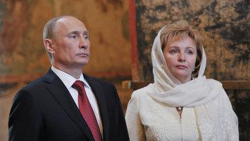 На фото: 7 мая 2012. Президент России Владимир Путин с супругой Людмилой после церемонии вступления в должность в Благовещенском соборе Кремля