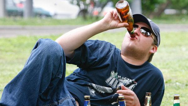 Распитие пива, архивное фото