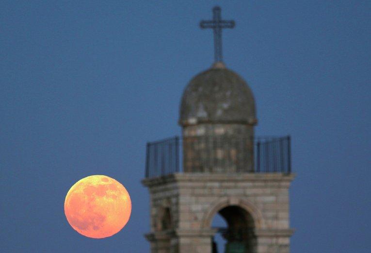 Самая большая полная Луна в году Supermoon