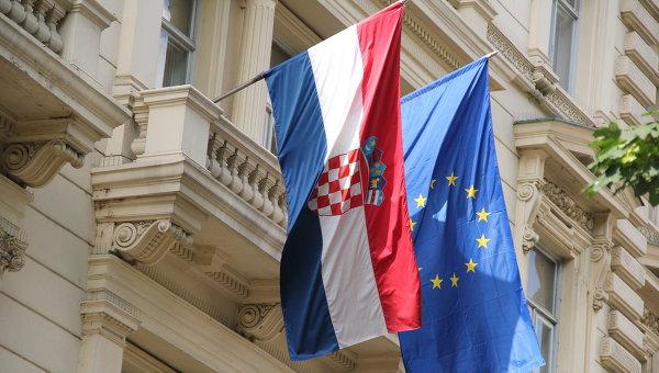 Флаги ЕС и Хорватии, архивное фото
