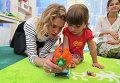 Топ-модель Наталья Водянова открыла детскую площадку в Крымске
