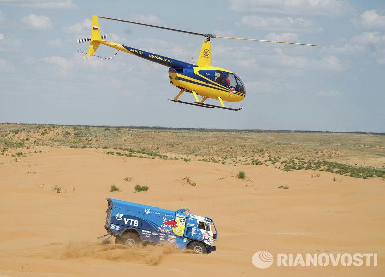 Автомобиль российской команды КАМАЗ-Мастер, управляемый пилотом Айратом Мардеевым