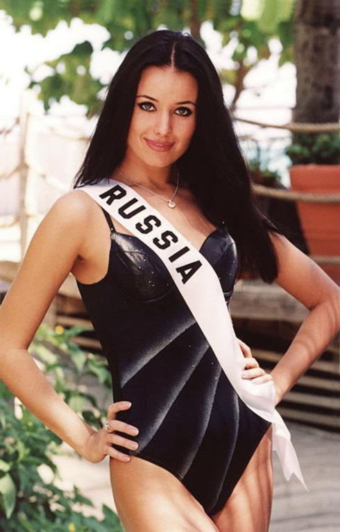 Оксана Федорова на конкурсе красоты Мисс Вселенная-2002
