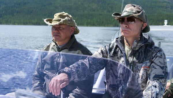 Владимир Путин и Сергей Шойгу во время рыбалки в Республике Тыва