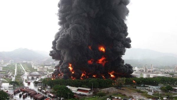 Взрыв на нефтезаводе Венесуэлы следствие саботажа считает  Взрыв на нефтезаводе Венесуэлы следствие саботажа считает министр