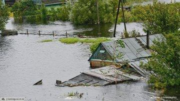 Амур затопил часть трассы и прибрежные территории в Хабаровске