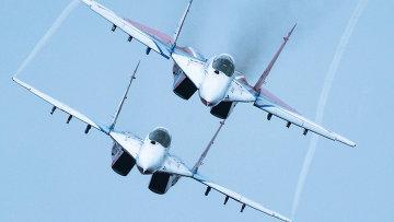 Выступление пилотажной группы Стрижи. Архивное фото