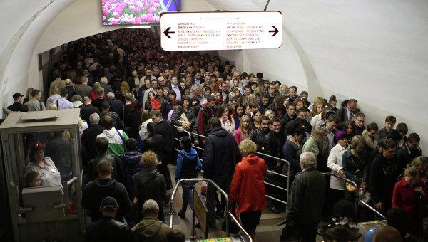 Последствия сбоя движения поездов на серой ветке метрополитена в Москве