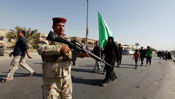 Иракский солдат охраняет паломников в Багдаде, фото с места события