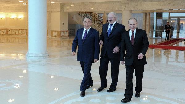 Президенты России, Белоруссии и Казахстана перед началом заседания Высшего Евразийского экономического совета. Фото с места события.