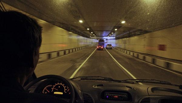 Водитель за рулем, архивное фото