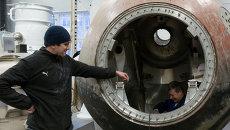 Сотрудники НПО им. С.А. Лавочкина ведут работы по восстановлению внутреннего облика спускаемого аппарата Восток-1, в котором совершал орбитальный полет и возвращение на Землю Юрий Гагарин.
