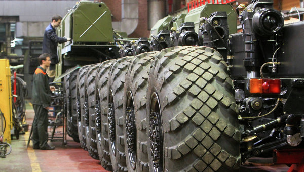 Работа Минского завода колесных тягачей. Архивное фото