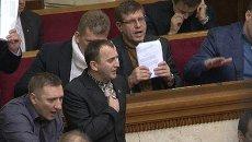Верховная Рада под крики митингующих проголосовала против отставки власти