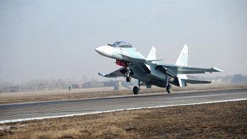 Первые полеты новейших истребителей СУ 30 - СМ на авиабазе в Забайкалье. Архивное фото