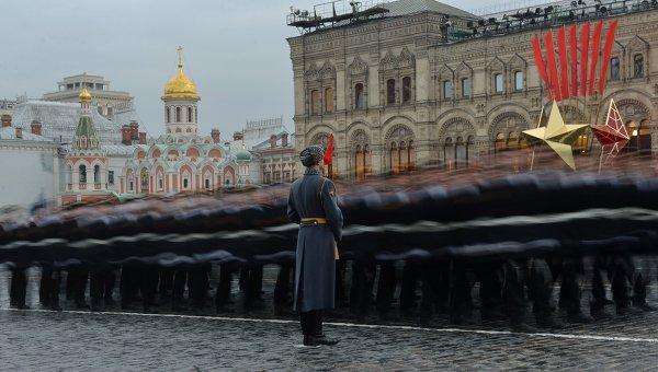 Торжественный марш на Красной площади. Архивное фото