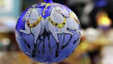 Экскурсия в стеклянную сказку: как делают елочные шары в Красноярске