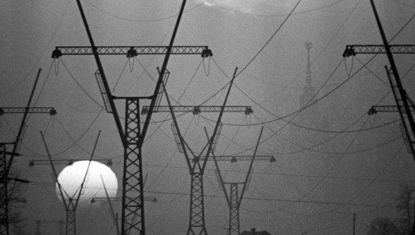 Опоры линии электропередачи. Архивное фото
