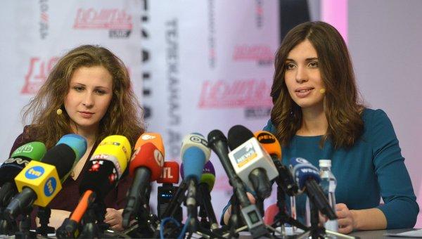 Участницы панк-группы Pussy Riot Мария Алехина (слева) и Надежда Толоконникова. Архивное фото