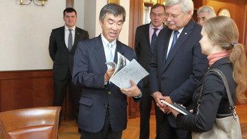 Встреча томского губернатора Сергея Жвачкина с  директором по международным проектам офиса губернатора Токио Сейджи Косуги