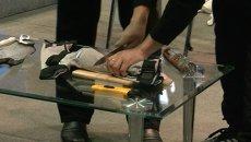 Ножом и танцами провели краш-тесты для спецодежды в Красноярске