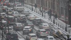 Пробка во Владивостоке в снег. Архивное фото