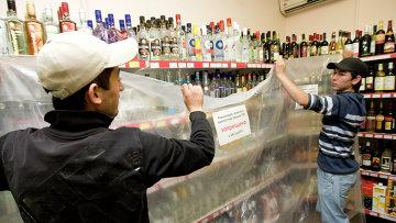 Алкогольная продукция в магазине. Архивное фото