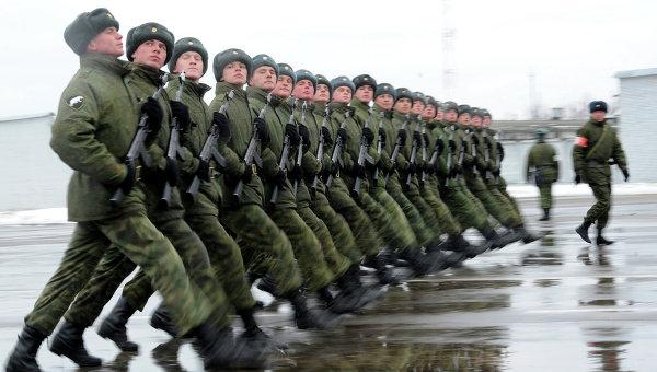 Военнослужащие в строю, архивное фото
