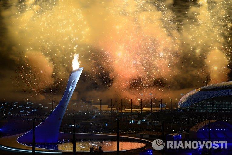 Открытие первой зимней Олимпиады России предстало зрителям грандиозным шоу, совместившем традиции олимпийского движения и глубокий экскурс в историю нашей страны в сопровождении масштабных спецэффектов.