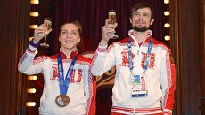 Призеры Олимпиады скелетонисты Елена Никитина и Александр Третьяков в Bosco-баре в Сочи