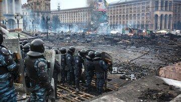 Сотрудники правоохранительных органов на площади Независимости в Киеве, архивное фото