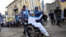 Спортсменка-колясочница Яна Костина, чемпионка России по плаванию на эстафете паралимпийского огня в Самаре. Событийное фото.